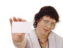 Doutor que mostra o cartão em branco Fotos de Stock