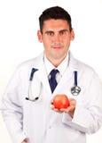 Doutor que prende uma maçã vermelha imagens de stock royalty free