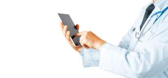 Doutor que usa a tabuleta digital Tecnologia moderna no conceito da medicina Fotografia de Stock Royalty Free