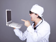 Doutor Shouting com caderno. Fotografia de Stock