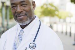 Doutor Smiling Câmera Foto de Stock