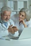Doutores do homem e da mulher Imagens de Stock Royalty Free