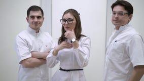 Doutores no hospital vídeos de arquivo