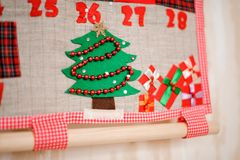 Doux et calendrier de Noël de textile décoré du tre de Noël Image stock