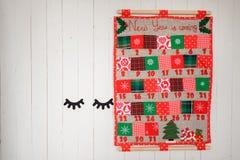 Doux et calendrier de Noël de textile sur le mur Photo stock