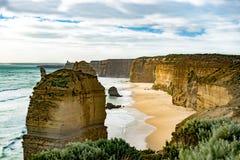 Douze apôtres, Australie, égalisant la lumière aux apôtres de la formation de roche douze Photo stock