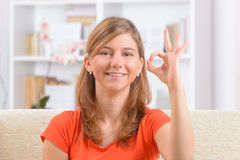 Dove vrouw die gebarentaal gebruiken Stock Afbeelding