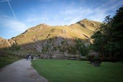 Dovedale som kliver stenar, Ilam, Ashbourne, Derbyshire, UK, Augus royaltyfri fotografi