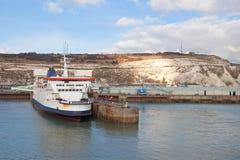 Dover-Hafen und weiße Klippen Stockfotografie