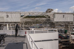 Dover/Inghilterra - 12 giugno 2011: Turista sul traghetto a Dover, Inghilterra che aspetta a che attraversa la Manica Immagine Stock Libera da Diritti