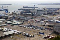 DOVER, Reino Unido - 12 de abril de 2014:- el puerto de Dover, el puerto más ocupado de Inglaterra consiguió el plan para constru Imágenes de archivo libres de regalías