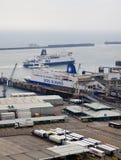 DOVER UK - APRIL 12, 2014: - Dover port, mest upptagen port av England fick planet för att bygga den tredje terminalen Fotografering för Bildbyråer
