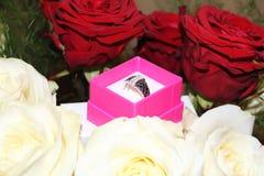Dowód miłość w kwiacie i pierścionku Zdjęcie Royalty Free