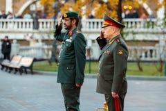 Dowódca siły naziemne Zjednoczone Emiraty Arabskie, generał dywizji Saleh Amy i dowódca, szef ziemia - wewnątrz - Zdjęcia Royalty Free