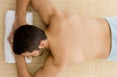 down lying man spa treatment Στοκ φωτογραφία με δικαίωμα ελεύθερης χρήσης