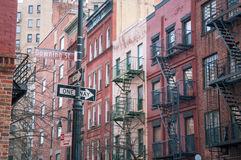 Downing Street en el tiro del oeste de la calle del pueblo NYC Imágenes de archivo libres de regalías