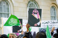 Protesters gather outside Downing Street, London, United Kingdom. Downing Street, London, United Kingdom, 07th March 2018:- Pro Saudi Arabia protesters counter Stock Image