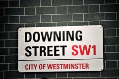 Downing Street undertecknar in staden av Westminster i London England Royaltyfria Bilder
