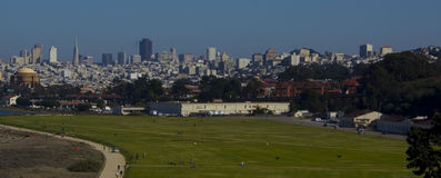 Downsotn San Francisco y campo de Crissy imagen de archivo