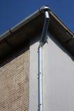 Downspout på en tegelstenvägg Royaltyfri Fotografi
