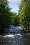 downstream flödande flod Royaltyfri Bild