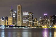 Downtown of Chicago by night Royalty Free Stock Photos