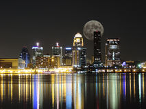 Free Downtown Louisville Kentucky Skyline Moon Night Royalty Free Stock Photography - 35415577