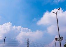 DOWODZONE latarnie uliczne na wysokich stalowych filarach Obrazy Royalty Free