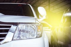 Dowodzony reflektoru samochód dla klientów Fotografia Royalty Free