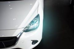 Dowodzony reflektoru samochód dla klientów Obrazy Royalty Free