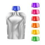 Doy-paquete, comida de la hoja de Doypack o bolso en blanco blanca de la bebida empaquetando con diversas tapas coloreadas Foto de archivo libre de regalías