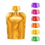 Doy-paquete, comida de la hoja de Doypack o bolso en blanco de oro de la bebida empaquetando con diversas tapas coloreadas Fotografía de archivo