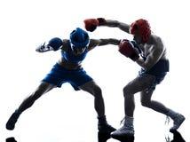 In dozen doend de man van de vrouwenbokser kickboxing geïsoleerd silhouet Stock Fotografie