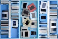 Dozen met oude stoffige dia's Stock Foto