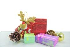 Dozen van de Kerstmis de huidige gift op houten vloer Vrolijke Kerstmis en Gelukkig Nieuwjaar Royalty-vrije Stock Foto's