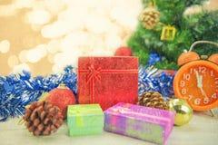 Dozen van de Kerstmis de huidige gift op houten vloer Vrolijke Kerstmis en Gelukkig Nieuwjaar Royalty-vrije Stock Foto