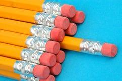 Dozijn nieuwe potloden stock afbeeldingen