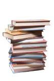 Dozijn verschillende gestapelde boeken, stock foto