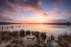 在Dozmary水池的日落 免版税库存照片
