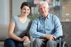 Dozorca i starsza osoba mężczyzna obrazy royalty free