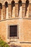 Dozza Italia: Dettaglio antico della porta del castello Citt? della regione di Emilia Romagna famosa per i suoi murali e per il c immagine stock