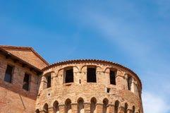Dozza Italia: Dettaglio antico della porta del castello Citt? della regione di Emilia Romagna famosa per i suoi murali e per il c fotografia stock