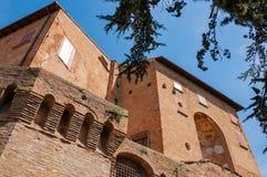 Dozza Italia: Dettaglio antico della porta del castello Citt? della regione di Emilia Romagna famosa per i suoi murali e per il c fotografia stock libera da diritti