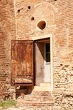 Dozza Italie : D?tail antique de porte de ch?teau Ville de la r?gion d'Emilia Romagna c?l?bre pour ses peintures murales et pour  image stock