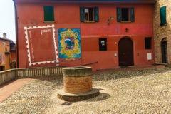 DozzDozza, Ιταλία στις 21 Ιουλίου 2018: Ένα από τα διάσημα γκράφιτι σε Dozza στοκ φωτογραφία με δικαίωμα ελεύθερης χρήσης