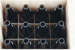 Dozzina delle bottiglie vuote fotografia stock