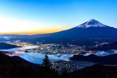 100 300dpi空中摄影机以后的d helens mt st蒸汽出气孔视图华盛顿 富士和Kawaguchiko 库存照片