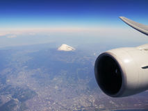 100 300dpi空中摄影机以后的d helens mt st蒸汽出气孔视图华盛顿 富士在日本 免版税库存图片