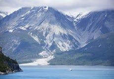 Déplacement dans la baie de glacier Image libre de droits