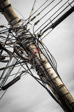 Drähte auf Strommast Lizenzfreie Stockfotografie